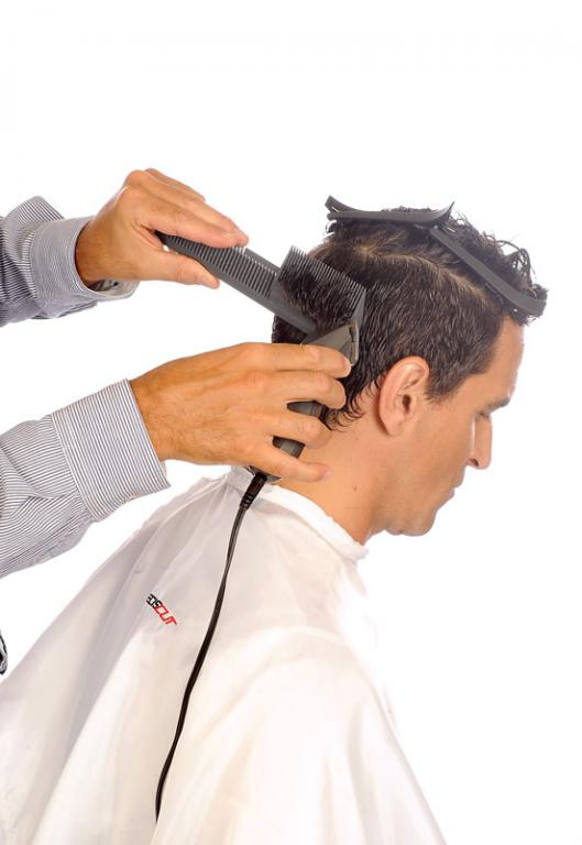 Finish the cut with high Nape comb Preciscut Large Section 3 (trapezoidal)